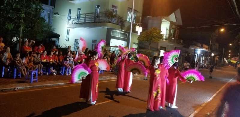 Sôi nổi các hoạt động văn hóa văn nghệ tại phố đi bộ thị trấn Quảng Hà